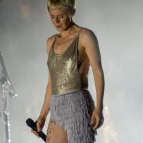Robyn at Field Trip Festival June 2016 | By Joanna Glezakos | www.vengenza.ca